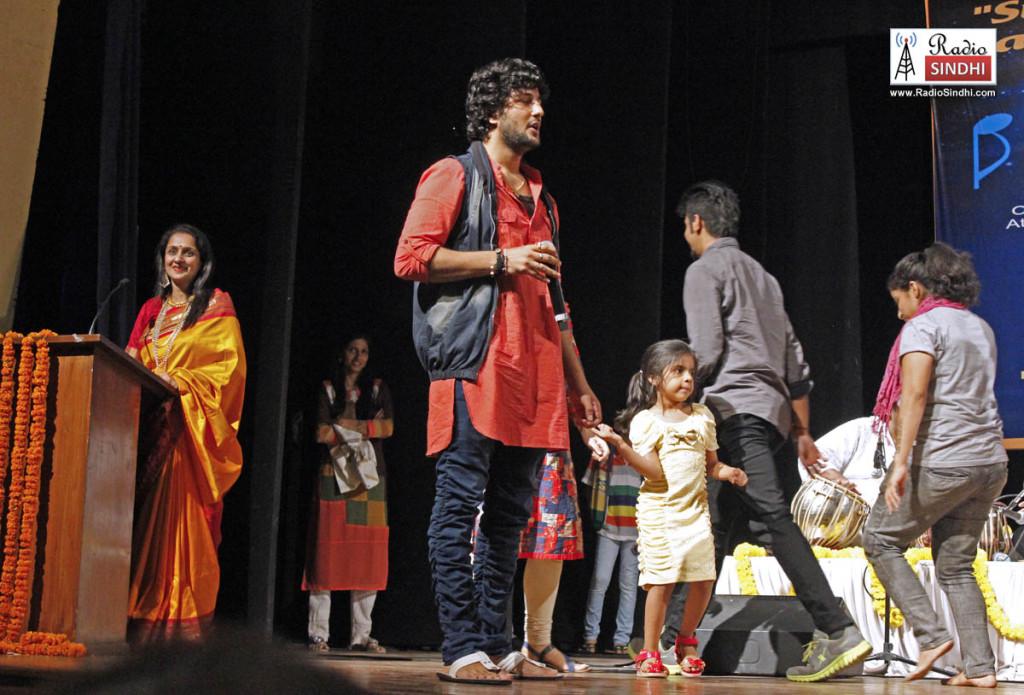 Jatin-Udasi-at-stage
